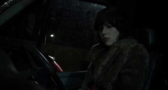 Under the Skin Jonathan Glazer Recensione Lo Specchio Scuro Scarlett Johansson SUV