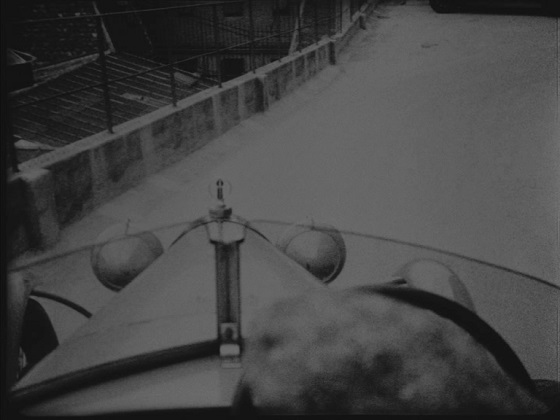 lo specchio a tre facce epstein recensione macchina la glace à trois faces jean epstein voiture semi-soggettiva soggettiva velocità immagine-movimento movimento fotogenia lo specchio scuro