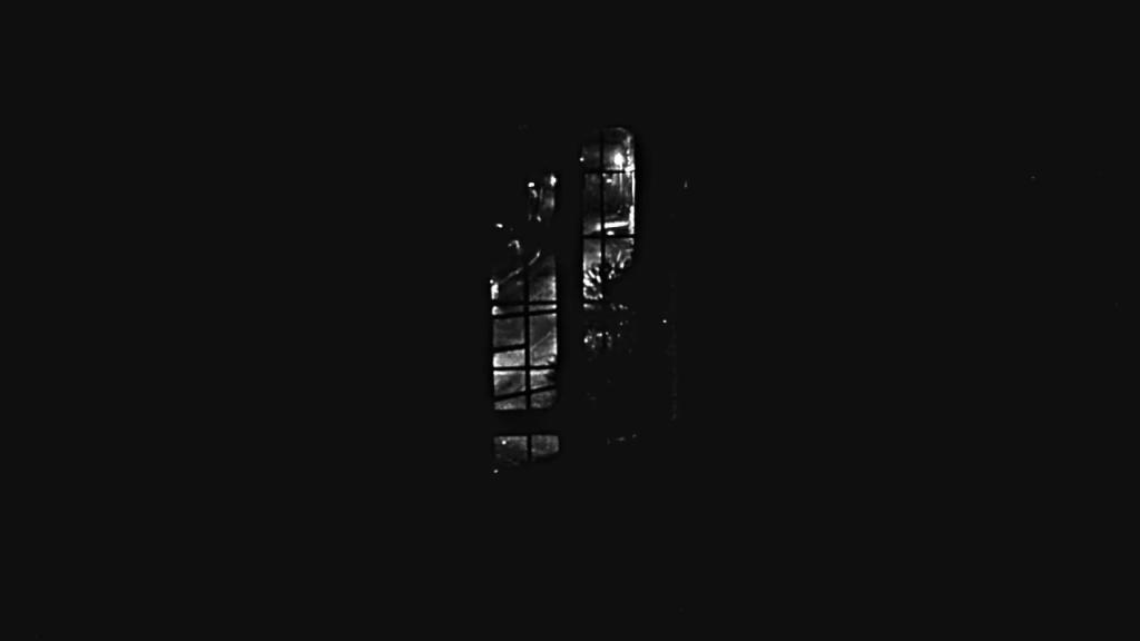 Hours Scott Barley lo specchio scuro Analisi recensione