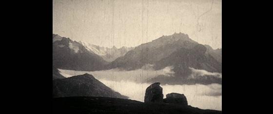 Das Wolkenphänomen von Maloja 1924 serpente maloja sils maria recensione lo specchio scuro