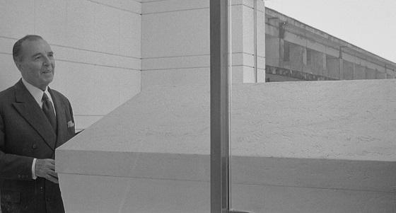 8½ 8,5 otto e mezzo fellini recensione lo specchio scuro
