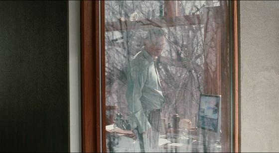 chloe liam neeson recensione lo specchio scuro