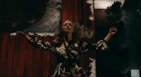 chloe film amanda seyfried fantasma  recensione lo specchio scuro