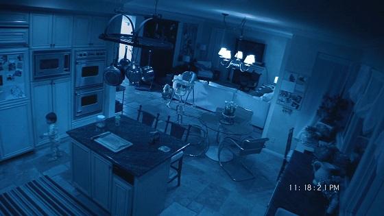paranormal activity 2 recensione lo specchio scuro