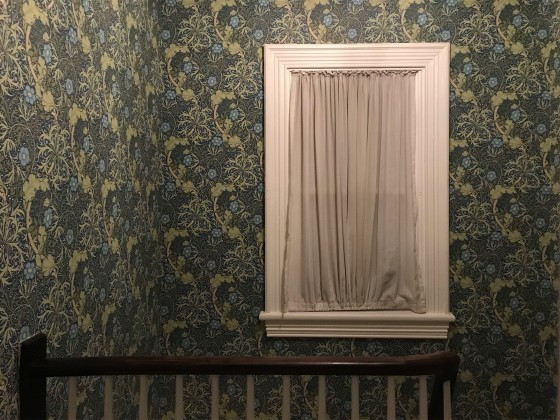 2 - Photo of a window and stairwell (Henri de Corinth, 2018)